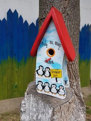 Nistkasten Pinguine blau/weiß - personalisiert