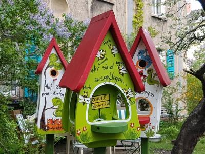 Futterhaus mit Silo - Futtervilla klein Bienen kiwi - personalisiert