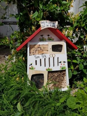 Insektenquartier weiß Hochzeitshäuschen