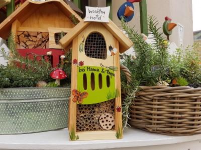 Insektenhotel klein kiwigrün personalisiert