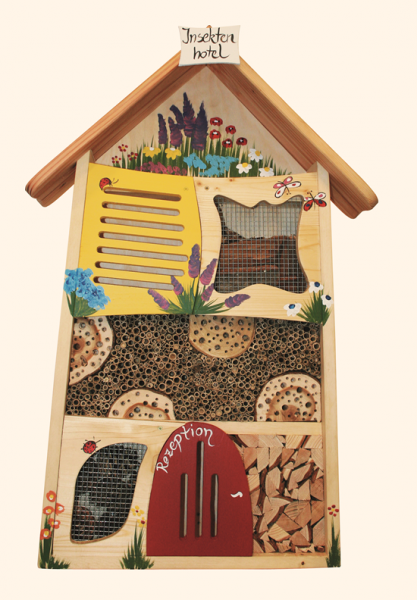 insektenhotel bemalt gro insektenhotel modelle. Black Bedroom Furniture Sets. Home Design Ideas