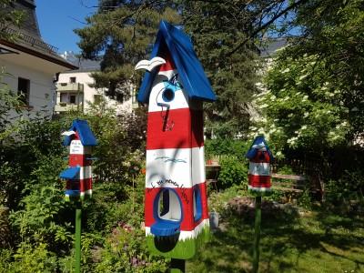 """Vogelhaus """"Auf zu neuen Ufern..."""" Leuchtturm Nist- und Futterhaus - personalisiert"""