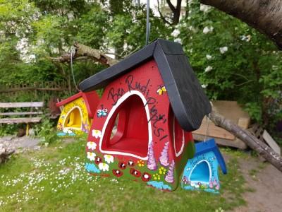 Futterhaus - Gartenzauber rot - personalisiert