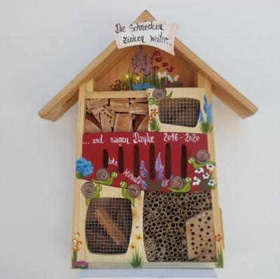 Insektenquartier rot mit Schnecken - personalisiert