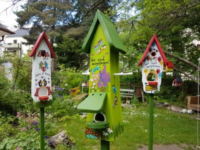 Futterhaus mit Silo - Futtertürmchen Schmetterlinge kiwi - personalisiert